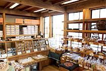 加藤米菓久保町店 店内1