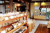 加藤米菓高萩町店 店内2